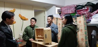 Student volunteers of CSPS programmes tailor-make furniture for families in need in Central & Western District by upcycling wine crates.
