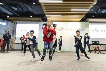 "Children benefited from CSPS programme perform ""Funky Dance"" at the appreciation ceremony."