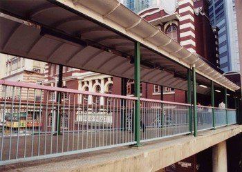 The footbridge before refurbishment